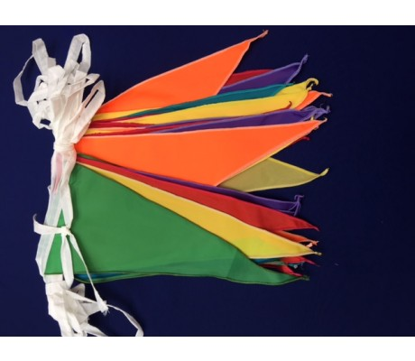 "Streamer : 10m line with 18 15""x8"" nylon pennants to a line"